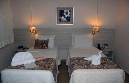 hoteltarobaquartoduplo-3
